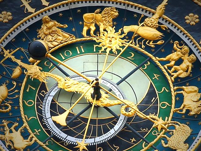 astronomical-clock-408306_640